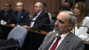 القاضي الفدرالي الارجنتيني السابق خوان خوسيه غالينو خلال محاكمته بمحاولة عرقلة تحقيق تفجير آميا عام 1994، في بوينس آيرس، 28 فبراير 2019 (Juan Mabromata/AFP)