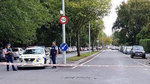 الشرطة تتطوق مناطق قريبة من مسجد بعد أن قام مسلح بتصوير نفسه وهو يطلق النار على مصلين داخله في مدينة كرايست تشيرش  النيوزيلندية في 15 مارس، 2019  (Flynn Foley/AFP)