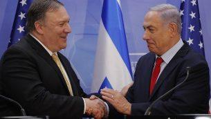 وزير الخارجية الامريكي مايك بومبيو ورئيس الوزراء بنيامين نتنياهو بعد مؤتمر صحفي مشترك خلال لقائهما في القدس، 20 مارس 2019 (Jim Young/AFP)