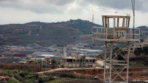 صورة التقطت في 26 مارس 2019 من بلدة عين التينة السورية في الجولان، تظهر برج مراقبة تابع للأمم المتحدة (Louai Beshara/AFP)