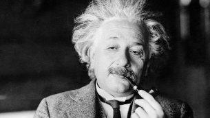 صورة غير مؤرخة لعالم الفيزياء الشهير ألبرت أينشتاين.  (AP Photo, File)