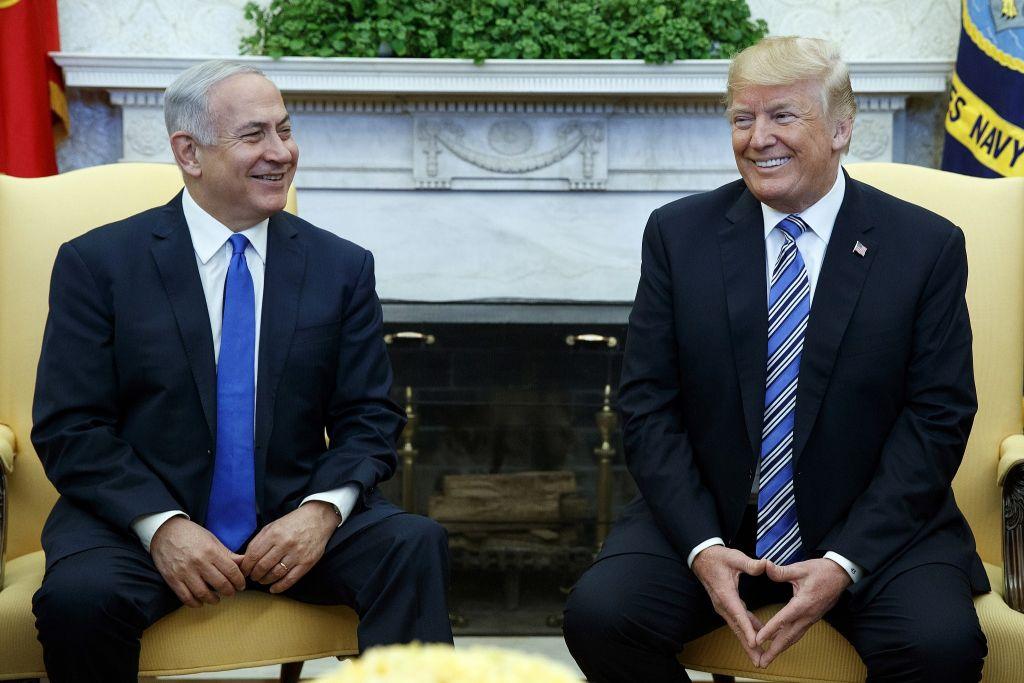 الرئيس الأمريكي دونالد ترامب يلتقي برئيس الوزراء الإسرائيلي بينيامين نتنياهو في المكتب البيضاوي في البيت الأبيض، 5 مارس، 2018، في واشنطن. . (AP Photo/Evan Vucci)