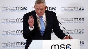 بيني غانتس يتحدث في مؤتمر الأمن الدولي في ميونيخ، ألمانيا، الأحد، 17 فبراير، 2019. (AP / Matthias Schrader)