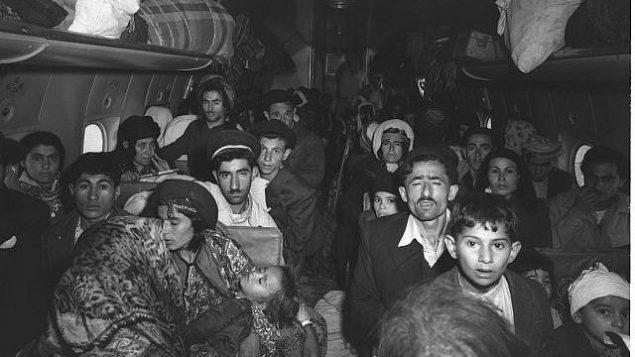يهود عراقيون يصلون إلى مطار اللد الإسرائيلي في الأول من مايو عام 1950.(GPO / BRAUNER TEDDY)