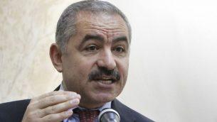 المفاوض الفلسطيني محمد اشتيه، يونيو 2011 (Miriam Alster/Flash90)