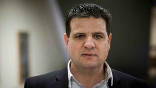 زعيم حزب الجبهة أيمن عودة في الكنيست، 28 يناير 2015. (Yonatan Sindel/Flash90)