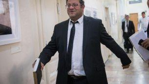 المحامي ايتمار بن غفير يصل محكمة الصلح في القدس، 29 اكتوبر 2018 (Yonatan Sindel/Flash90)