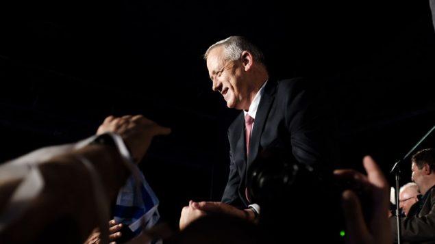 رئيس حزب 'الصمود من أجل إسرائيل'، بيني غانتس، يتحدث في مؤتمر صحفي في تل أبيب، 19 فبراير، 2019. (Tomer Neuberg/Flash90)