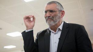 رئيس حزب 'عوتسما يهوديت' ميخائيل بن آري يحضر جلسة للجنة الانتخابات المركزية في الكنيست، 6 مارس 2019 (Noam Revkin Fenton/Flash90)