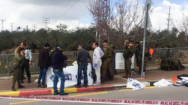 قوات إسرائيلية في موقع هجوم اطلاق نار نفذه فلسطيني في فرق غيتاي-أفيشار، 17 مارس 2019  (Flash90)