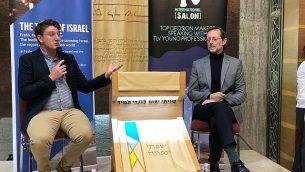 """مقابلة مع رئيس حزب """"زيهوت"""" موشيه فيغلن (إلى اليمين) على يد المراسل السياسي في التايمز أوف إسرائيل راؤول وتليف في تل أبيب في 23 مارس 2019. (Jacob Magid/Times of Israel)"""