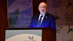 رئيس الدولة رؤوفين ريفلين يلقي كلمة أمام حضور مؤتمر عُقد في الجامعة العبرية في القدس، 11 مارس، 2019.  (Kobi Gideon/GPO)