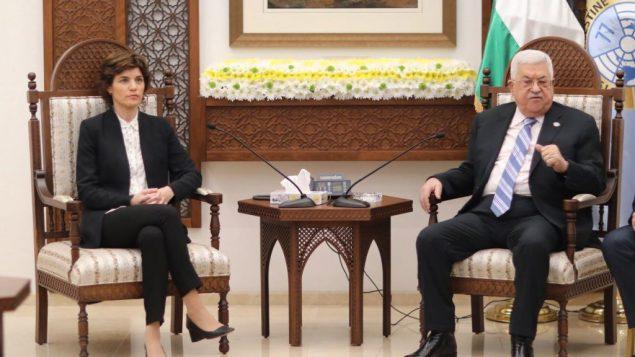 رئيسة حزب ميريتس تمار زاندبرغ ورئيس السلطة الفلسطينية محمود عباس، في المقر الرئاسي في رام الله، 10 مارس 2019 (Elad Malka)