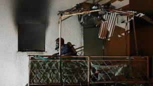 منزل في بلدة سديروت، جنوب اسرائيل، اصيب بشظايا قذيفة، 25 مارس 2019 (Meital Adri/Sderot Online)