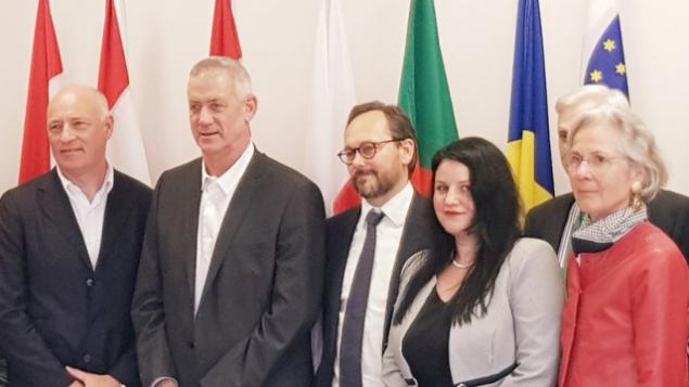 بيني غانتس (الثاني من اليسار) يلتقي بسفراء الإتحاد الأوروبي، 12 مارس، 2019.  (Twitter)