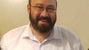 الحاخام أحيعاد إتينغر، الذي أصيب في هجوم إطلاق نار وقع في مفرق أريئيل في 17 مارس. (Nadav Goldstein/TPS)