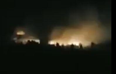 صورة توضيحية: انفجارات في مطار حلب، يفترض انها ناتجة عن قصف اسرائيلي، 27 مارس 2019 (Screencapture/Twitter)