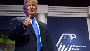الرئيس الامريكي دونالد ترامب يصل للحديث امام لقاء قيادة الائتلاف الجمهوري اليهودي السنوي في لاس فيغاس، 6 ابريل 2019 (SAUL LOEB / AFP)