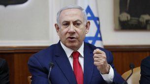 رئيس الوزراء بنيامين نتنياهو يتحدث خلال اجتماع مجلس الوزراء الأسبوعي في القدس في 14 أبريل 2019. (RONEN ZVULUN / AFP)