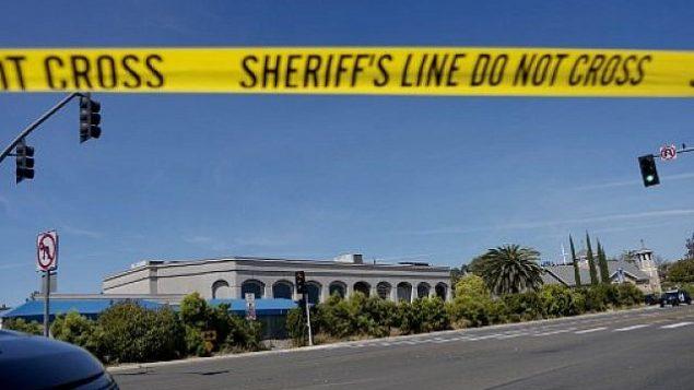 شريط ساحة جريمة امام كنيس تعرض لإطلاق نار في سان دييغو، 27 ابريل 2019 (SANDY HUFFAKER / AFP)