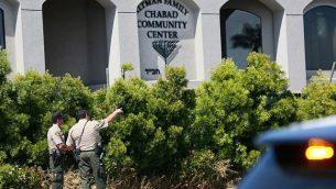 عناصر شرطة سان دييغو امام كنيس تعرض لإطلاق نار، 27 ابريل 2019 (SANDY HUFFAKER / AFP)