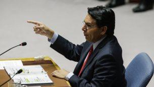السفير الإسرائيلي الى الامم المتحدة داني دانون يخاطب اعضاء مجلس الامن الدولي خلال جلسة طارئة حول النزاع بين اسرائيل وغزة في مقر الامم المتحدة في نيويورك، 30 مايو 2018 (Eduardo Munoz Alvarez/Getty Images/AFP)