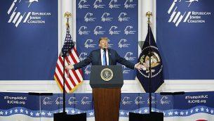 الرئيس الأمريكي دونالد ترامب يتحدث خلال الاجتماع السنوي للإتئلاف اليهودي في الحزب الجمهوري، السبت، 6 أبريل، 2019، لاس فيغاس.  (AP/John Locher)