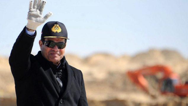 الرئيس المصري عبد الفتاح السيسي خلال زيارة لقناة السويس المصرية، 22 فبراير 2015 (Egyptian Presidency via AP, File)