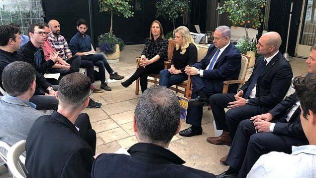 لقاء رئيس الوزراء بنيامين نتنياهو مع أعضاء المجتمع المثلي في مقر إقامته بالقدس، 7 نيسان (أبريل) 2019. (Facebook)