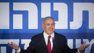 رئيس الوزراء بنيامين نتنياهو خلال مؤتمر صحفي في منزل رئيس الوزراء في القدس، 28 فبراير 2019 (Yonatan Sindel/Flash90)