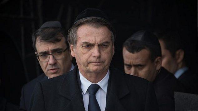 الرئيس البرازيلي جاير بولسونارو خلال زيارة إلى متحف 'ياد فاشيم' لتخليد ذكرى ضحايا المحرقة ففي القدس، 2 أبريل، 2019. (Noam Revkin Fenton/Flash90)