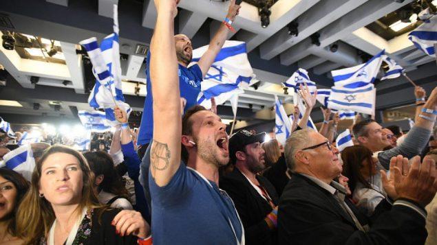 داعمو حزب 'ازرق ابيض' بعد صدور نتائج الانتخابات الاولية، في مقر الحزب في تل ابيب، 9 ابريل 2019 (Gili Yaari /Flash90)
