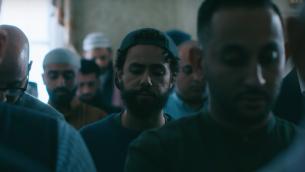 """يقوم رامي يوسف ببطولة """"رامي""""، وهو المسلسل الذي يتم بثه الآن على هولو. (لقطة شاشة من YouTube / عبر JTA)"""
