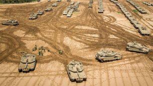 دبابات إسرائيلية بالقرب من حدود إسرائيل-غزة، 27 مارس، 2019. (Dudi Modan/Flash90)