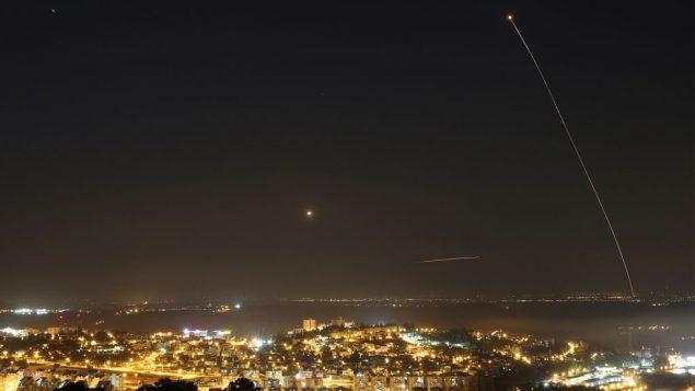 صورة توضيحية: صاروخ اطلق من غزة، 9 يوليو 2014 (Nati Shohat/Flash90)