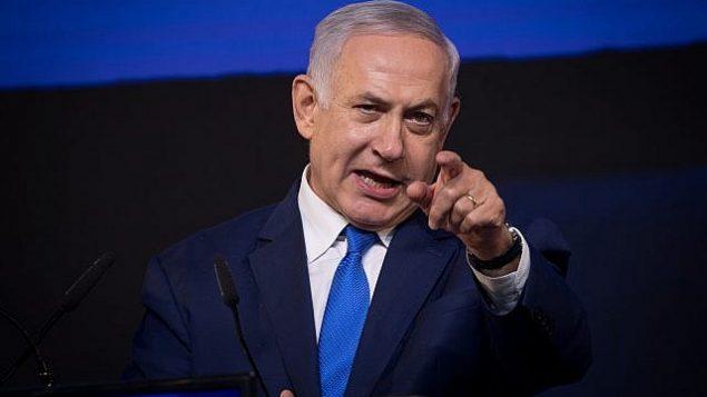 رئيس الوزراء بنيامين نتنياهو يخاطب داعميه بعد الاعلان عن نتائج الانتخابات في تل ابيب، 9 ابريل 2019 (Yonatan Sindel/Flash90)