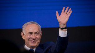 رئيس الوزراء بنيامين نتنياهو يخاطب مناصريه بعد الإعلان عن نتائج الإنتخابات في تل أبيب، 9 أبريل، 2019.(Yonatan Sindel/Flash90)