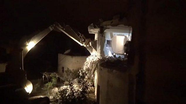 الجيش الإسرائيلي يهدم منزل فلسطيني تتهمه بتنفيذ هجوم إطلاق نار في الضفة الغربية، 17 أبريل، 2019.  (IDF Spokesperson's Unit)