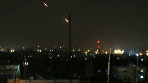 صورة توضيحية: صواريخ تطلق من قطاع غزة باتجاه اسرائيل، 25 مارس 2019 (Said Khatib/AFP)