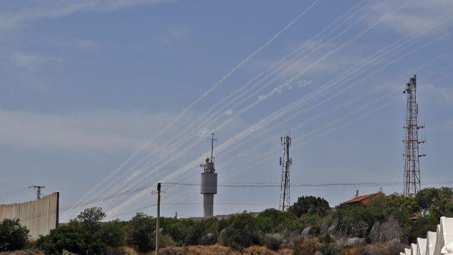 صواريخ فلسطينية تم إطلاقها باتجاه المناطق الإسرائيلية من قطاع غزة، 5 مايو 2019 (Jack Guez/AFP)