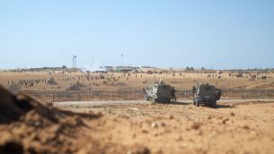 جنود اسرائيليون امام حدود قطاع غزة، شرقي مدينة رفح في جنوب القطاع، خلال مظاهرات يوم النكبة، 15 مايو 2019 (Judah Ari Gross/Times of Israel)