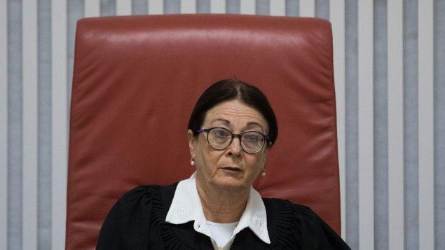 رئيسة محكمة العدل العليا إستر حايوت خلال جلسة حول ترحيل طالبي اللجوء الافريقيين، في المحكمة العليا في القدس، 10 ابريل 2018 (Yonatan Sindel/Flash90)
