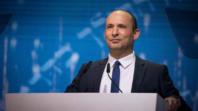 وزير التعليم نفتالي بينيت يتحدث خلال حفل جوائز اسرائيل فيالقدس، في يوم الاستقلال الإسرائيلي، 9 مايو 2019 (Yonatan Sindel/Flash90)