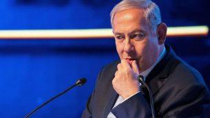 رئيس الوزراء بنيامين نتنياهو يتحدث خلال بمناسبة مرور عام على نقل السفارة الامريكية من تل ابيب الى القدس، 14 مايو 2019 (Yonatan Sindel/Flash90)