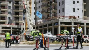 مكان انهيار رافعة في موقع بناء في مدينة يافنيه، والذي أسفر عن مقتل أربعة أشخاص وإصابة اثنين آخرين، 19 مايو، 2019.  (Flash90)