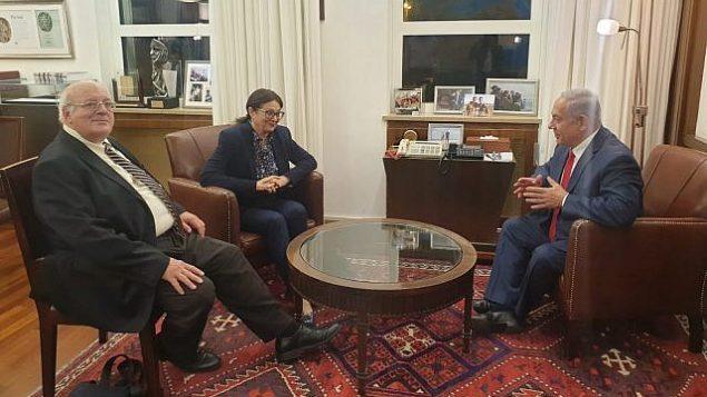 رئيس الوزراء بنيامين نتنياهو (على يمين الصورة) يلتقي برئيسة المحكمة العليا إستر حايوت ونائبها حنان ملتسر (على يسار الصورة) في ديوان رئيس الوزراء في القدس، 28 مايو، 2019.  (Courtesy)