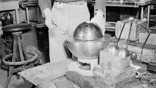 صورة توضيحية: نواة بلوتونيوم في الولايات المتحدة عام 1946 (US government/Wikimedia)