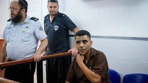 زكريا زبيدي يصل إلى جلسة في المحكمة العسكرية عوفر، 28 مايو، 2019. (Yonatan Sindel/Flash90)
