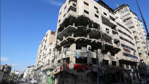 بقايا ما وصفه الجيش الإسرائيلي بمقر وحدة حركة حماس الالكترونية في قطاع غزة، الذي تعرض لقصف اسرائيلي في 4 مايو 2019 (Israel Defense Forces)