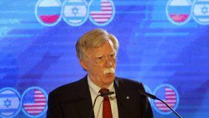 مستشار الامن القومي الامريكي جون بولتون خلال قمة ثلاثية لمستشاري الامن القومي الامريكي، الروسي والإسرائيلي في القدس، 25 يونيو 2019 (Menahem Kahana/AFP)